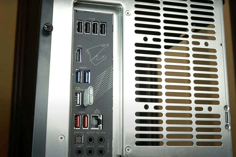 plug the pendrive in motherboard port